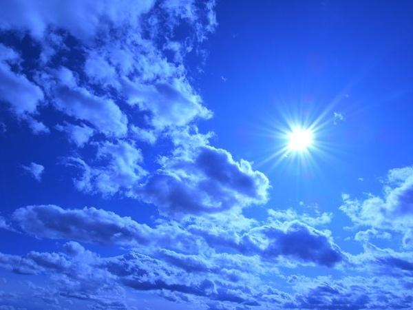 白雲才能襯托出天空的藍