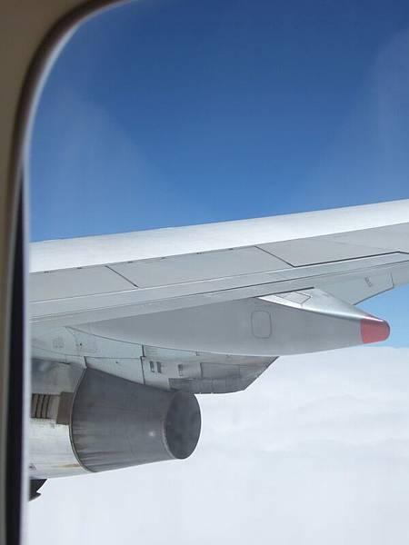 飛機窗外有藍天.JPG