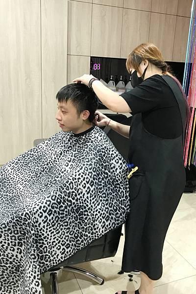 理髮 (4).JPG