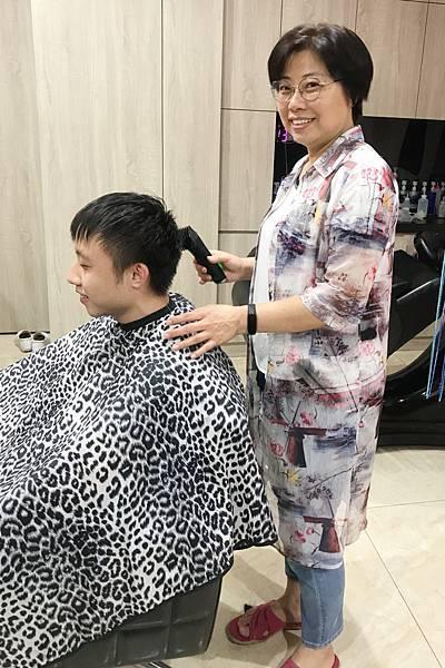 理髮 (3).JPG