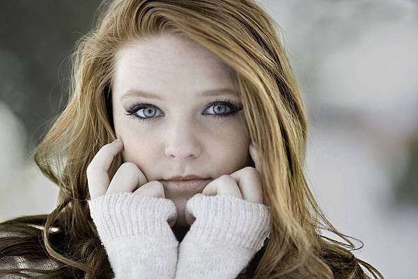 Cold-Young-Woman-Beautiful-Girl-Redhead-1123645.jpg