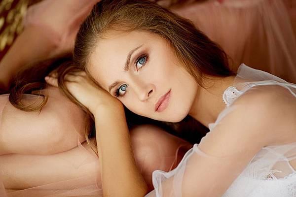 girl-1896105_960_720.jpg