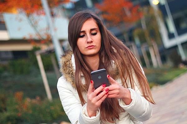 Smartphone-Iphone-Touch-Apple-Inc-Woman-Girl-569076.jpg