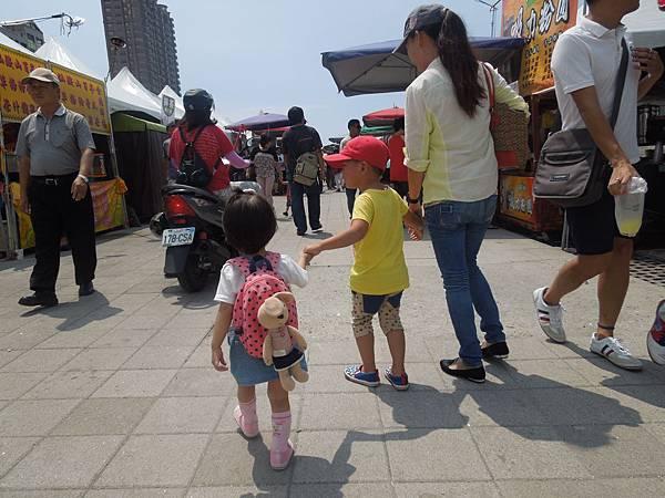 2013.9.25光榮馬頭(黃色小鴨).夢時代 027.jpg