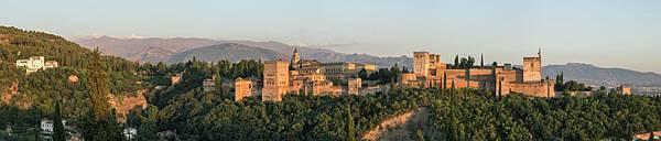 Alhambra_evening_panorama_Mirador_San_Nicolas_sRGB-1.jpg