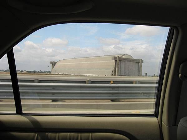 路上看到的飛機場