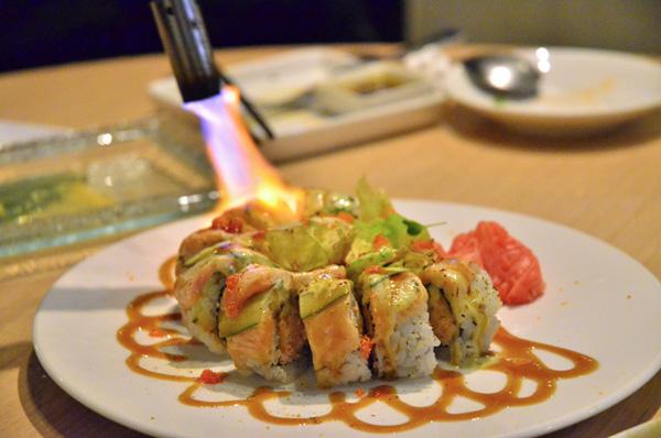 火燄鮭魚捲.JPG