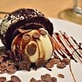 巧克力蛋糕捲佐香草冰淇淋.JPG