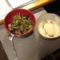 左:香菇青椒炒牛肉;右:海鮮茶碗蒸