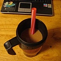 加上奶茶包泡出奶茶,就成了珍珠奶茶囉!還有博然寄的貼心大吸管,這才是正港的珍奶啊!