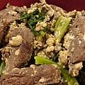 今天弄的芥蘭牛肉(還加了兩顆蛋),配上飯(很久沒煮了),讓我齒夾留香!