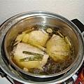 香菇雞湯,早就聽說很容易,但是到現在才第一次弄出來