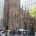 這教堂是...忘了...三一教堂?