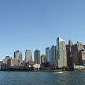 駛離曼哈頓的船上看到的曼哈頓skyline