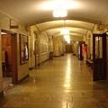 圖書館地下室的走廊