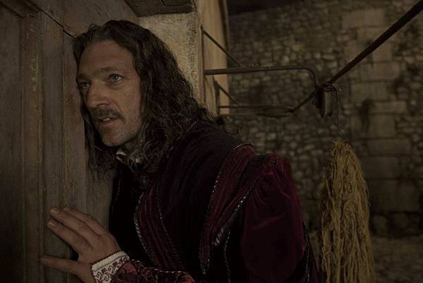 King of Strongcliff (Vincent Cassell) (3).jpg