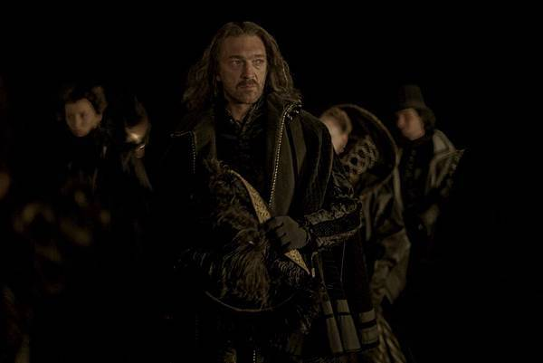 King of Strongcliff (Vincent Cassell) (9).jpg