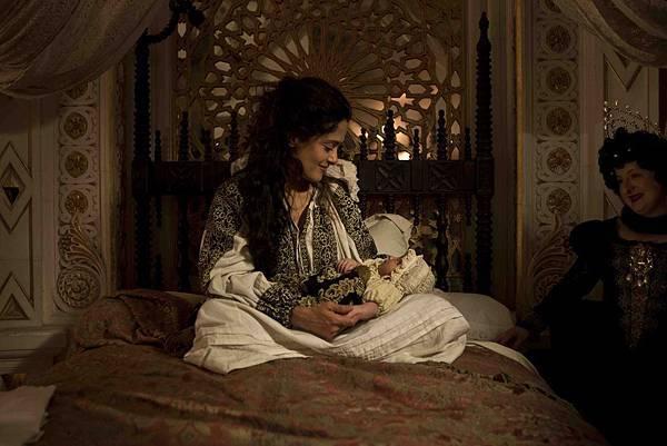 Queen of Longtrellis (Salma Hayek) (12).jpg