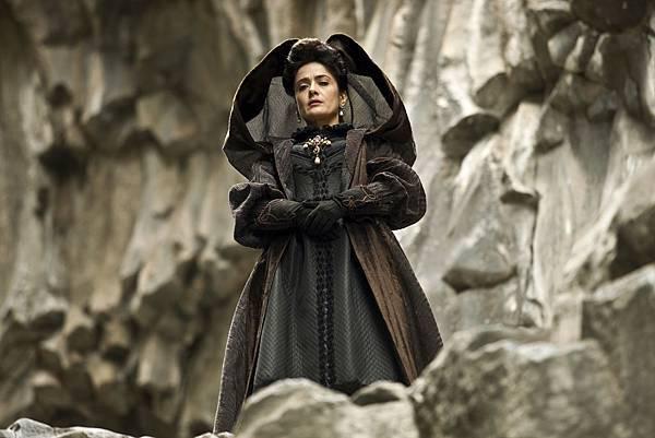 Queen of Longtrellis (Salma Hayek) (6).jpg