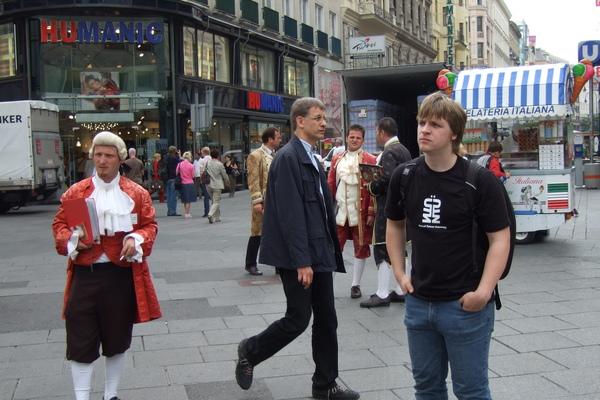 維也納-史蒂芬教堂旁的街頭售票員