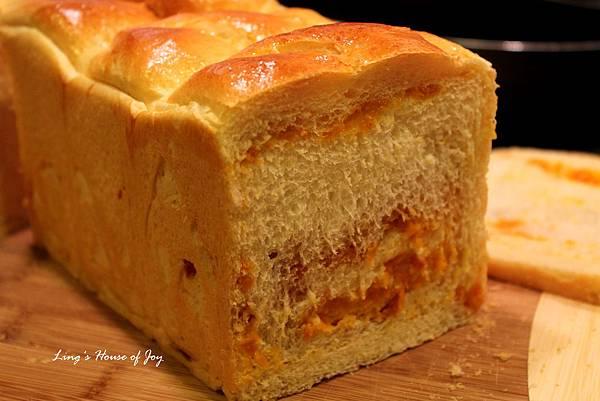 pumpkin filling bread 4.jpg