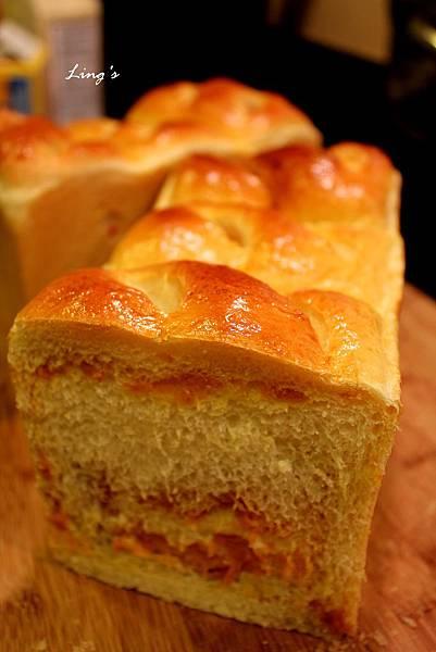 pumpkin filling bread 2.jpg