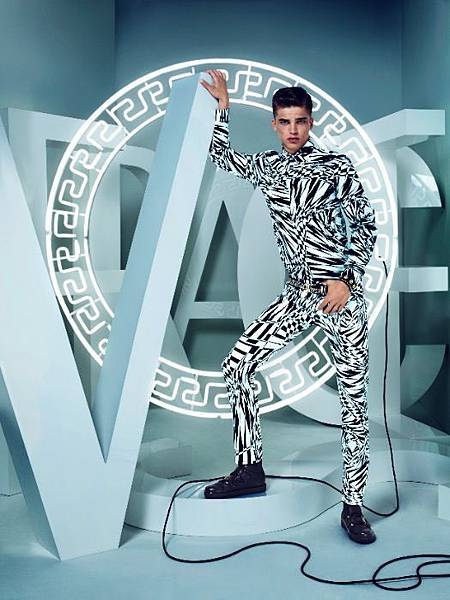 versace_for_hm_campaign_001-thumb-524x700-68048.jpg