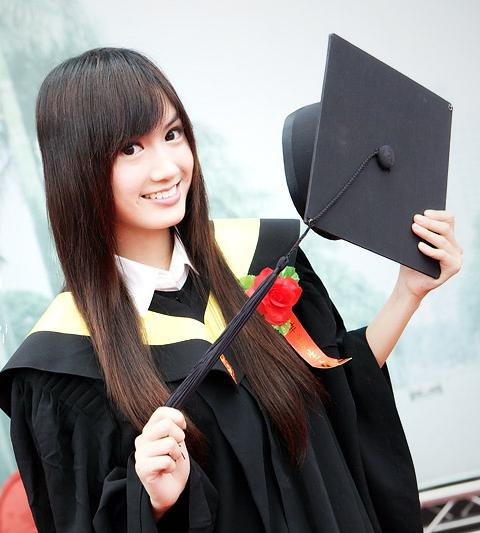 113466683_pzy2h0d4_graduate_057.jpg