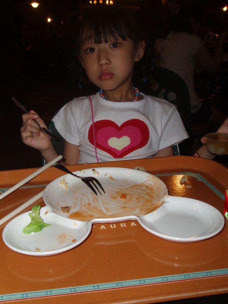 2010-07-01_02_舞濱_迪士尼樂園_04_火山餐廳米奇午餐_02.JPG
