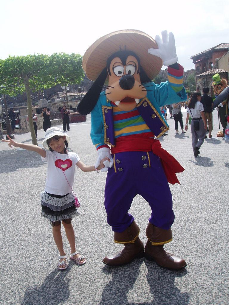2010-07-01_02_舞濱_迪士尼樂園_07_高飛合照.JPG