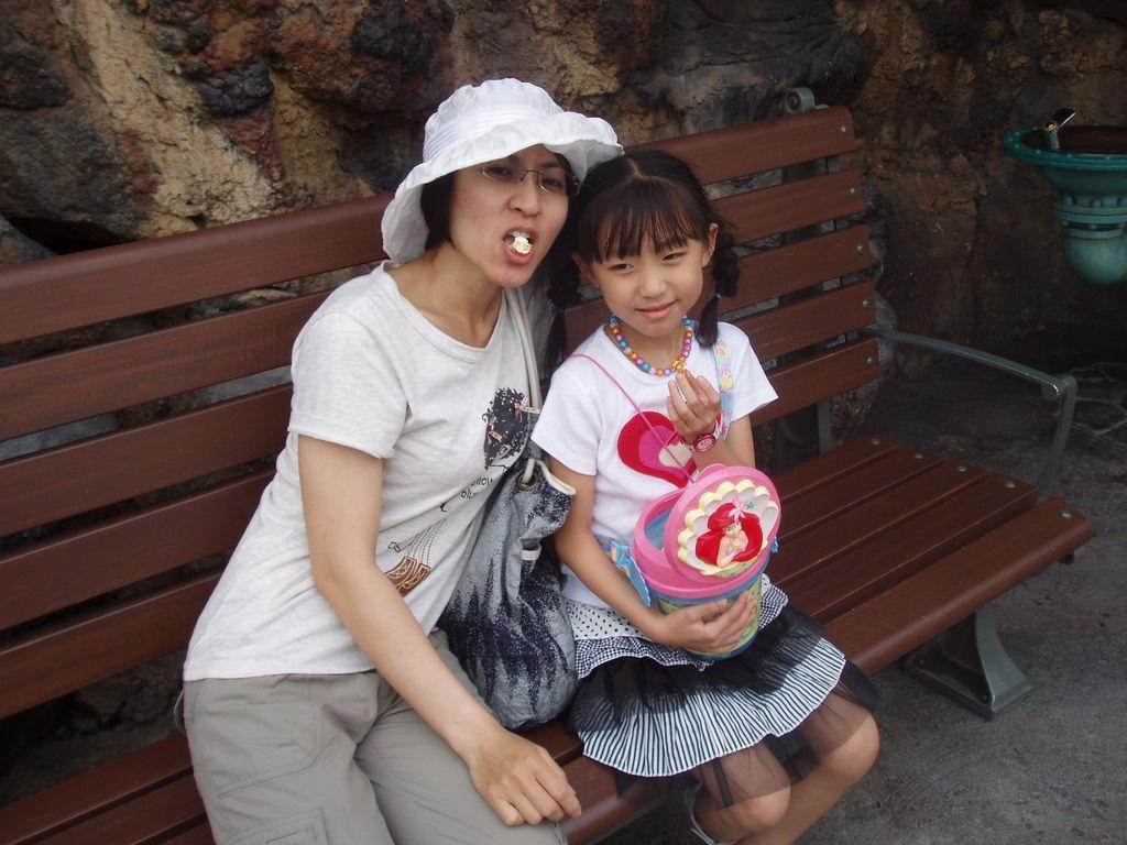 2010-07-01_02_舞濱_迪士尼樂園_09_小憩.JPG