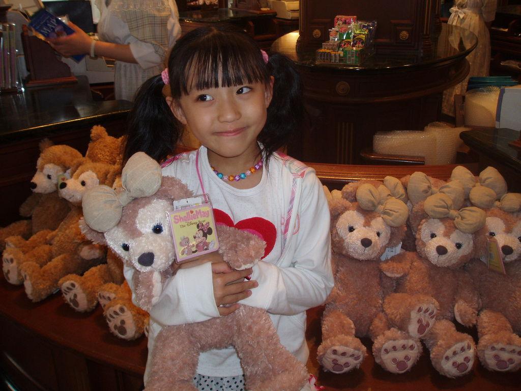2010-07-01_02_舞濱_迪士尼樂園_12_逛店中.JPG