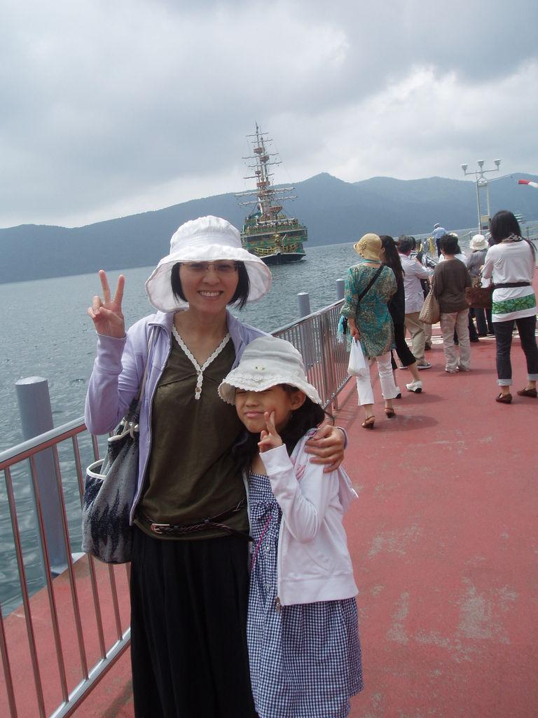2010-07-02_02_箱根_蘆之湖_海盜船_01.JPG