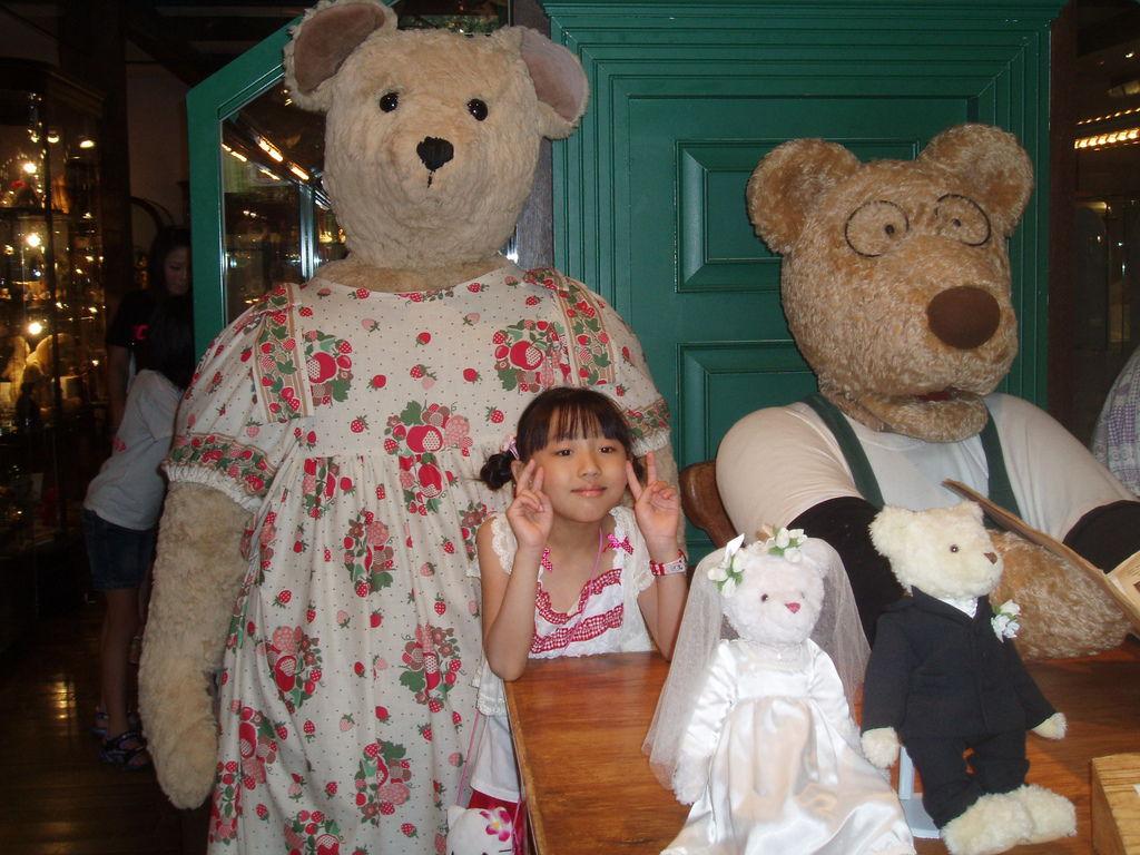 2010-07-03_01_伊豆_伊豆高原_泰迪熊博物館_04_巨大的泰迪熊.JPG