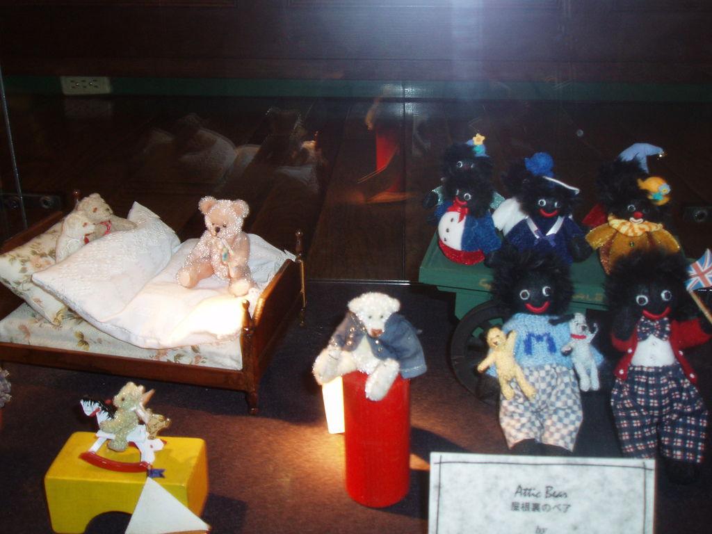 2010-07-03_01_伊豆_伊豆高原_泰迪熊博物館_24_黑人泰迪熊.JPG