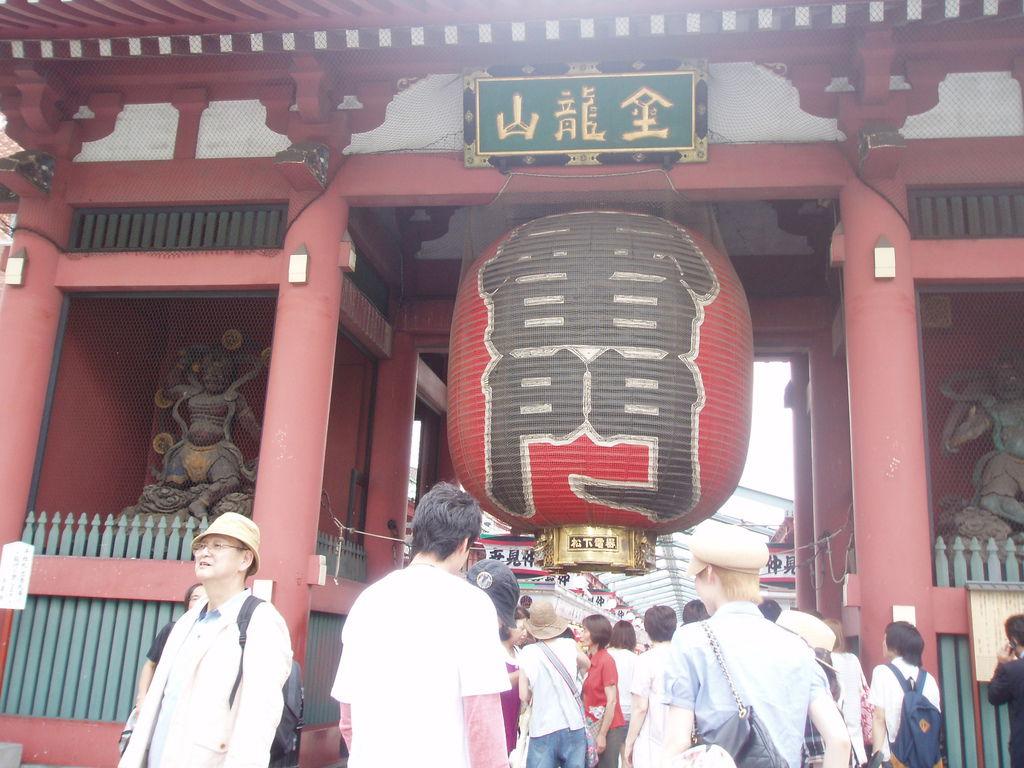 2010-07-05_02_東京_淺草_雷門_05_好大喔.JPG