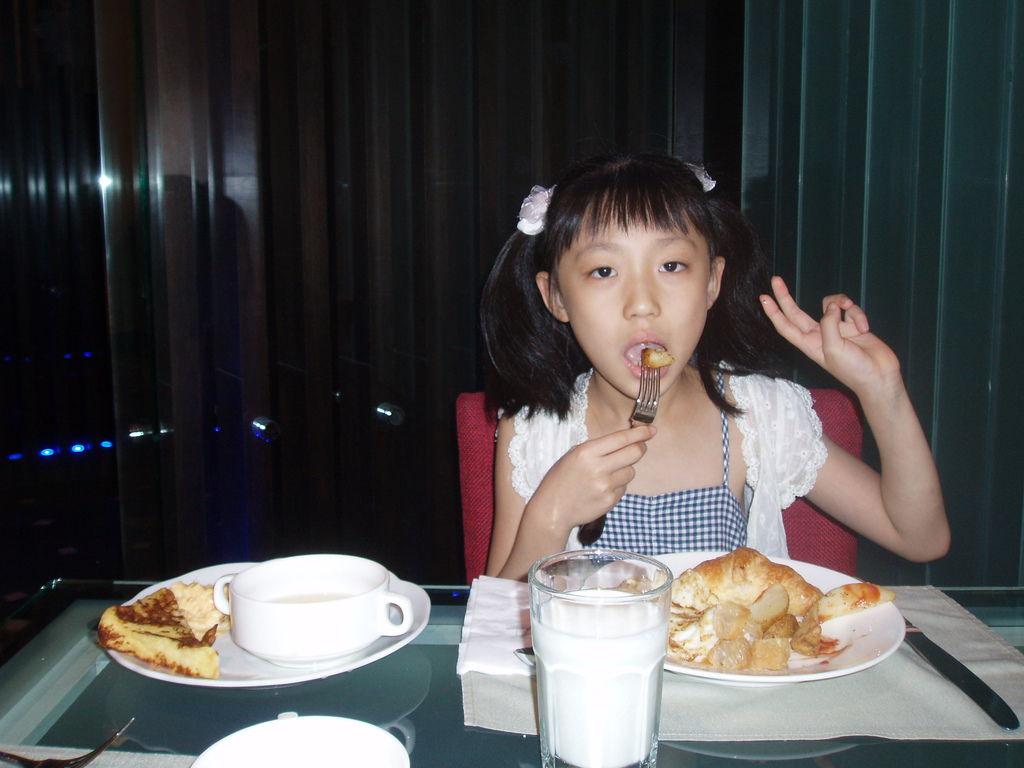 2011-08-17_01_台南_大憶麗緻飯店_02_早餐時間.JPG
