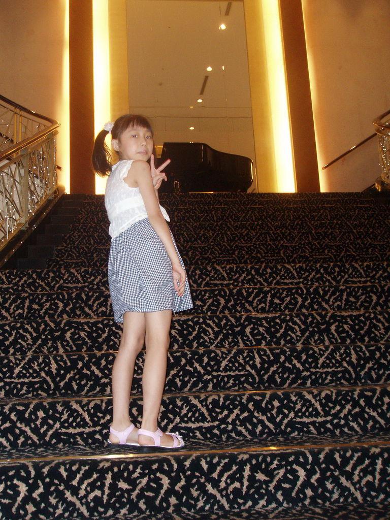 2011-08-17_01_台南_大憶麗緻飯店_04_大廳景色.jpg