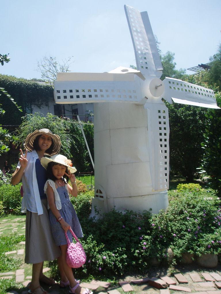 2011-08-17_02_台中新社_紙箱王_08_風車.jpg