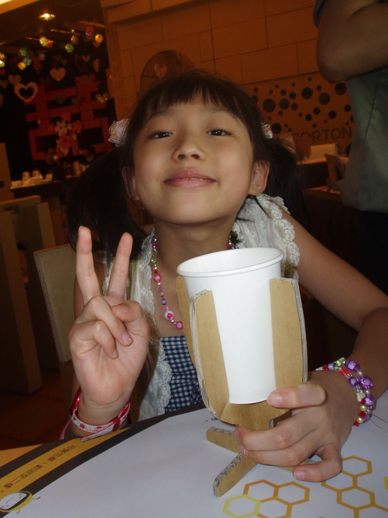 2011-08-17_02_台中新社_紙箱王_19_紙的紙杯喔.jpg