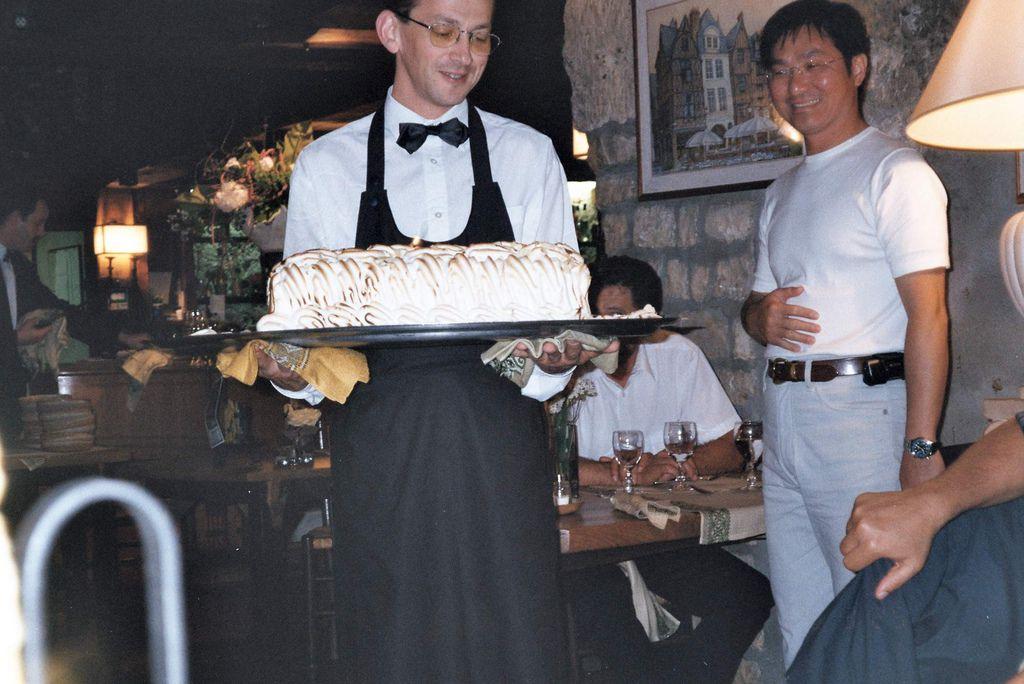 2001-07-19_03_Lunch_La Cave_03.jpg