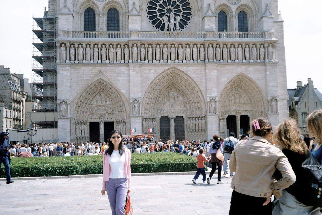 2001-07-21_02_Paris_Notre Dame_01.jpg