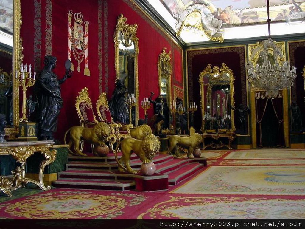 Palacio Real de Madrid(from google)_03.jpg