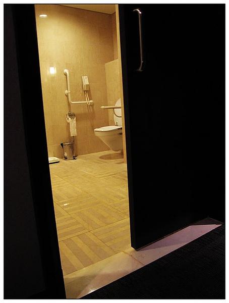 無障礙房-廁所(6顆星讚)
