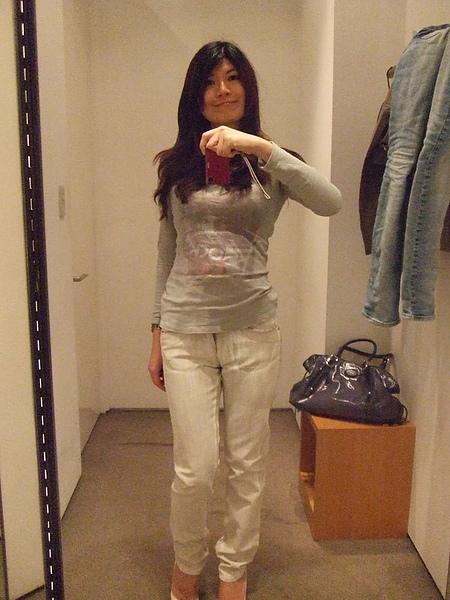 CK的褲子,店員推薦的,很特別的顏色喔~