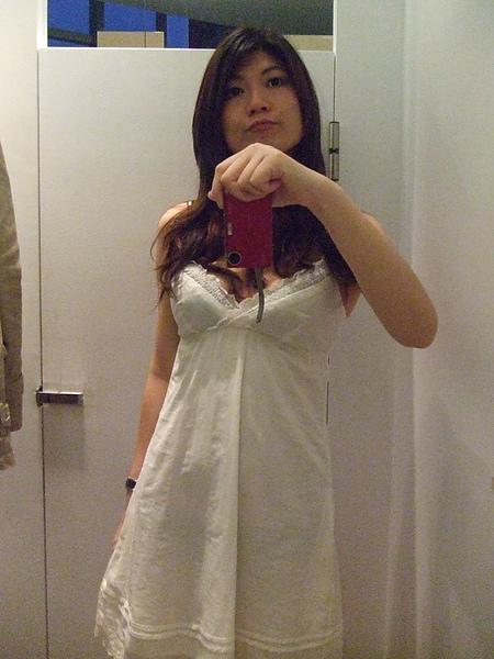 這是最後是了無數件,有買的白色裙子,我真的好愛白色衣服喔~^^