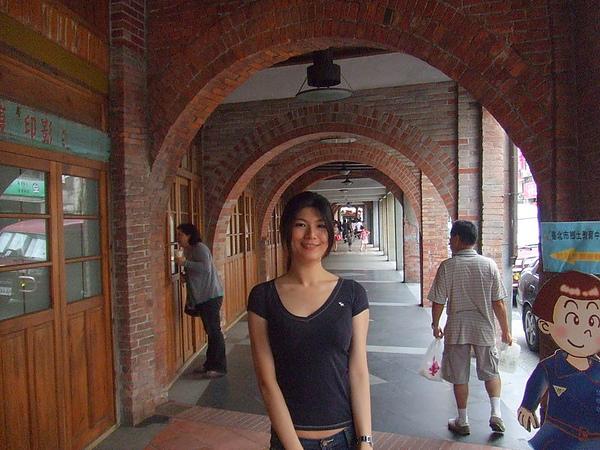 老街的拱型門真的好有feel喔~