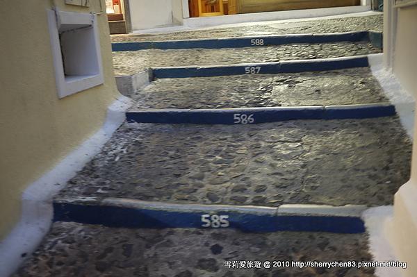 總共有588階的樓梯..真的是好艱難的一條路呀..