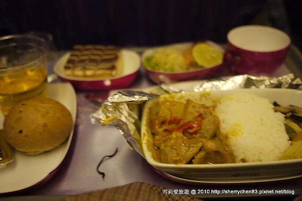 好吃的飛機餐咖哩雞...其實他們的飛機餐沒有那麼難吃說..