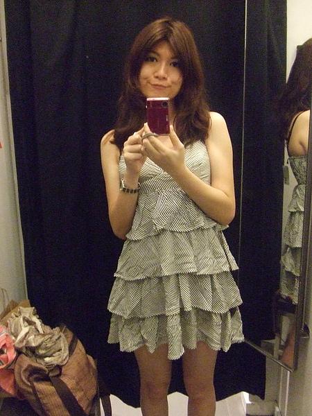 H&M的小洋裝,好好看喔~